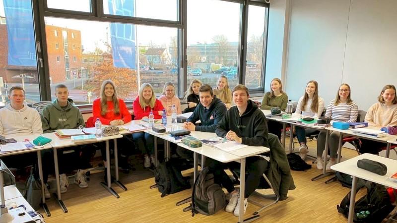 Azubis der VR-Bank in der Berufsschule