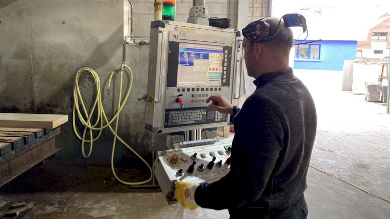 Moderne CNC Technik in der Werkstatt