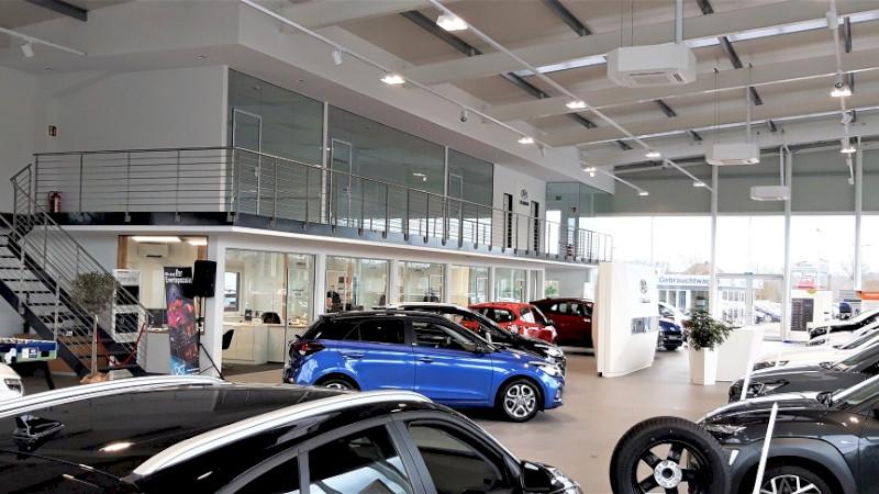 Showroom im Autohaus Bäumer