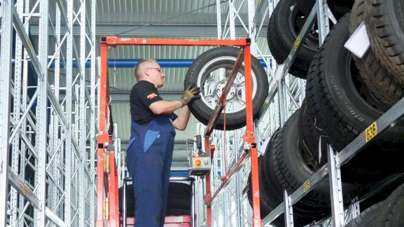 Reifeneinlagerung im Autohaus Bäumer